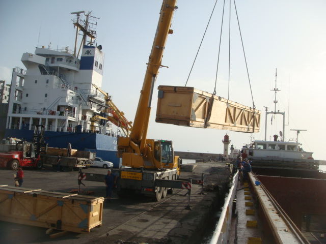 Delivery of helicopter blades from the port of Azov to the port of Algeria